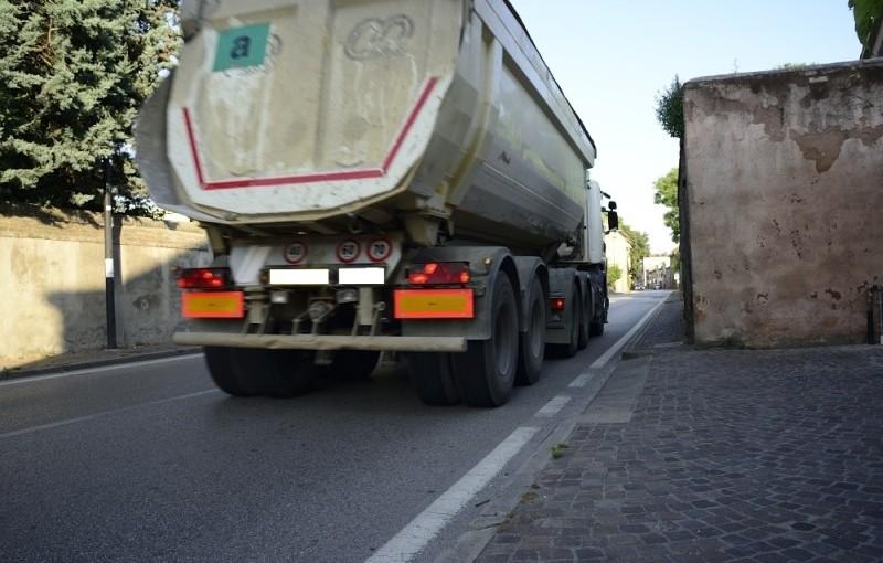 Este: camion in centro storico e nessuno che risponde
