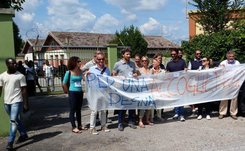 Agosto con i richiedenti asilo: visita all'Hub di Bagnoli